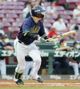 3回2死一塁、村上宗隆が左翼へ2ラン本塁打を放つ(カメラ・豊田 秀一)