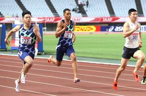 男子100メートル準決勝、力走する(左から)小池祐貴、ケンブリッジ飛鳥、桐生祥秀(カメラ・竜田 卓)