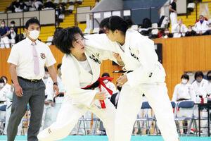 決勝で対戦する札幌山の手・高橋宥(左)と高橋杏