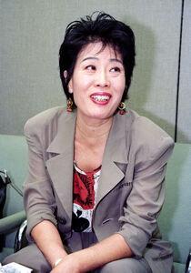 インタビューに答える李麗仙さん(1993年6月15日)