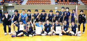 表彰式後、記念撮影する恵庭南チーム