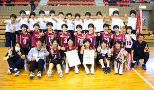 表彰式後、高校総体での健闘を誓う旭川実女子チーム