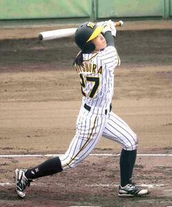 阪神タイガースWomenの蜜浦さくらは、2回2死一、二塁で右越え2点三塁打