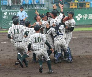 2019年7月、夏の高校野球山形大会を制した鶴岡東ナイン