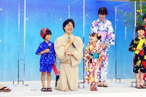 浴衣姿で会見を行った(左から)佐藤遙灯、重岡大毅、宮崎莉里沙、木村文乃