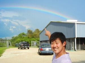 2011年8月11日、当時右肘リハビリ中の松坂大輔は空にかかった虹を指さして笑顔を見せた