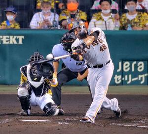 5回無死、ゼラス・ウィーラーが左越えソロ本塁打を放つ(カメラ・保井 秀則)