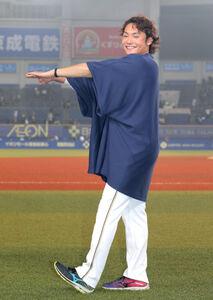 7回1安打無失点で7勝目を挙げた伊藤大海は全身で「7」のポーズを取った