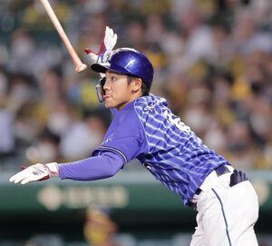 7回2死一、二塁、森敬斗が左中間に適時二塁打を放つ