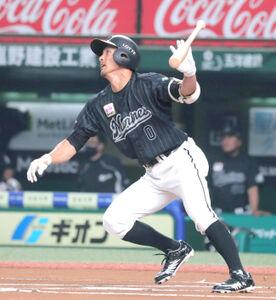 1回、先頭打者本塁打を放った荻野貴司