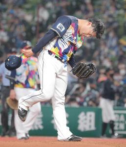 2回2死満塁、中村 奨吾に押し出し四球を与えた松本航