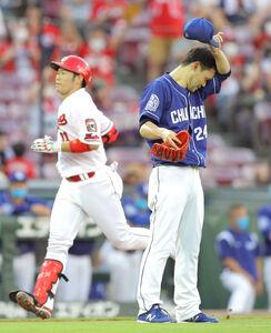 3回、坂倉(左)に3ランを打たれた福谷浩司