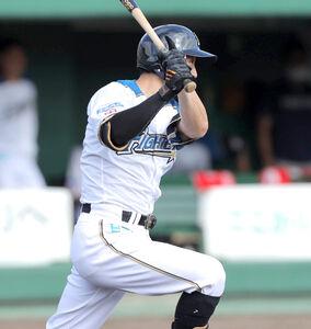 7回1死一、三塁、右前適時打を放つ西川遥輝