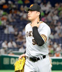 7回2死一、二塁、村上宗隆に四球を与え降板した高梨雄平