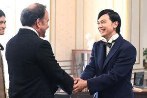 「青天を衝け」第23回より、この時は政府代表だったはずの渋沢栄一(右)だが…