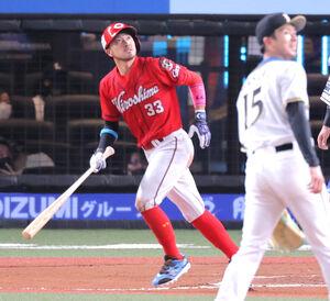 6回2死二塁、左越えに逆転2ラン本塁打を放った菊池涼介