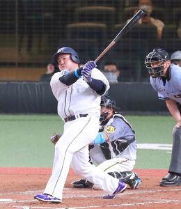 2回無死一、二塁、山川穂高が先制の2点適時二塁打を放つ