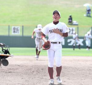 9回2死二、三塁、最後の打者を中飛で打ち取り一安心した表情を見せる滝川・矢野