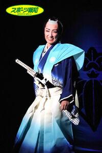 ラストシーンで、轟悠が演じる細石蔵之介は本名の自分に戻り、新たな世界へ笑顔で旅立つ