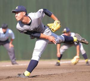 6回から4番手で登板した西武台の2年生右腕、渡辺新太