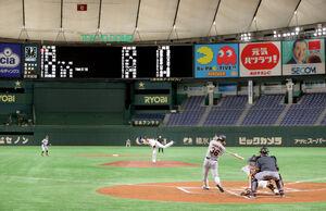 1回中1死二塁、適時二塁打を放つ二岡軍・石川慎吾