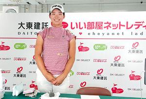 東京五輪ソフトボールで日本大勝に満面の笑顔を見せた渋野日向子