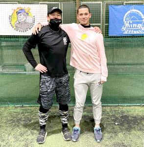 東北高のハッブス大起(右)は、元ヤクルトの増渕さんが塾長を務める上尾ベースボールアカデミーで指導を受けた(増渕さん提供)