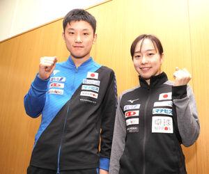 卓球代表の張本智和(左)と石川佳純