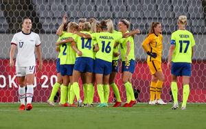 ゴールを喜ぶスウェーデンイレブン(ロイター)