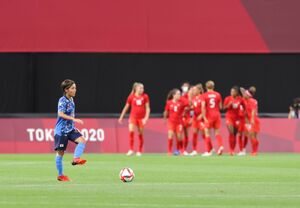 前半、カナダに先制ゴールを許し険しい表情を見せる岩渕真奈(カメラ・石田 順平)