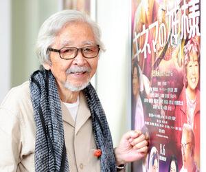 新作ポスターのそばに立つ山田洋次監督。話す内容はどこまでも冷静だ