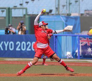 全競技の先陣を切ってソフトボールが開幕。5回途中1失点と好投し、コールド勝利に貢献した上野由岐子(カメラ・相川 和寛)