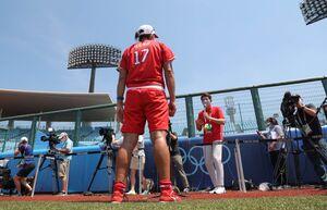 試合後、松岡修造氏のインタビューを受ける上野由岐子(カメラ・相川 和寛)