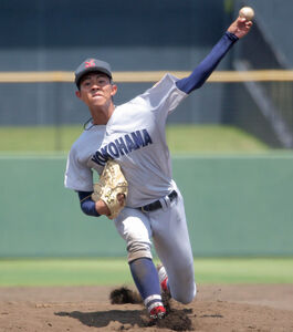 7回から3番手で登板した横浜の今秋ドラフト候補左腕、金井慎之介