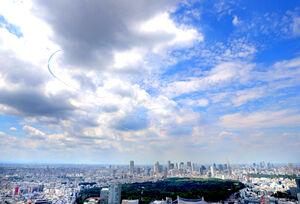東京の空に五輪を描くブルーインパルス「渋谷スカイから」(カメラ・中島 傑)