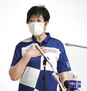 東京メディアセンター視察後、記者団の取材に応じる小池百合子都知事