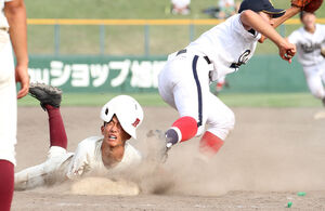 9回1死一塁、旭川大高・桑田が一塁に戻るも二直併殺となりゲームセット(カメラ・西塚祐司)