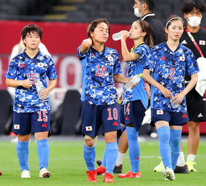 イギリス代表に敗れて険しい表情を見せるなでしこジャパン(カメラ・石田 順平)