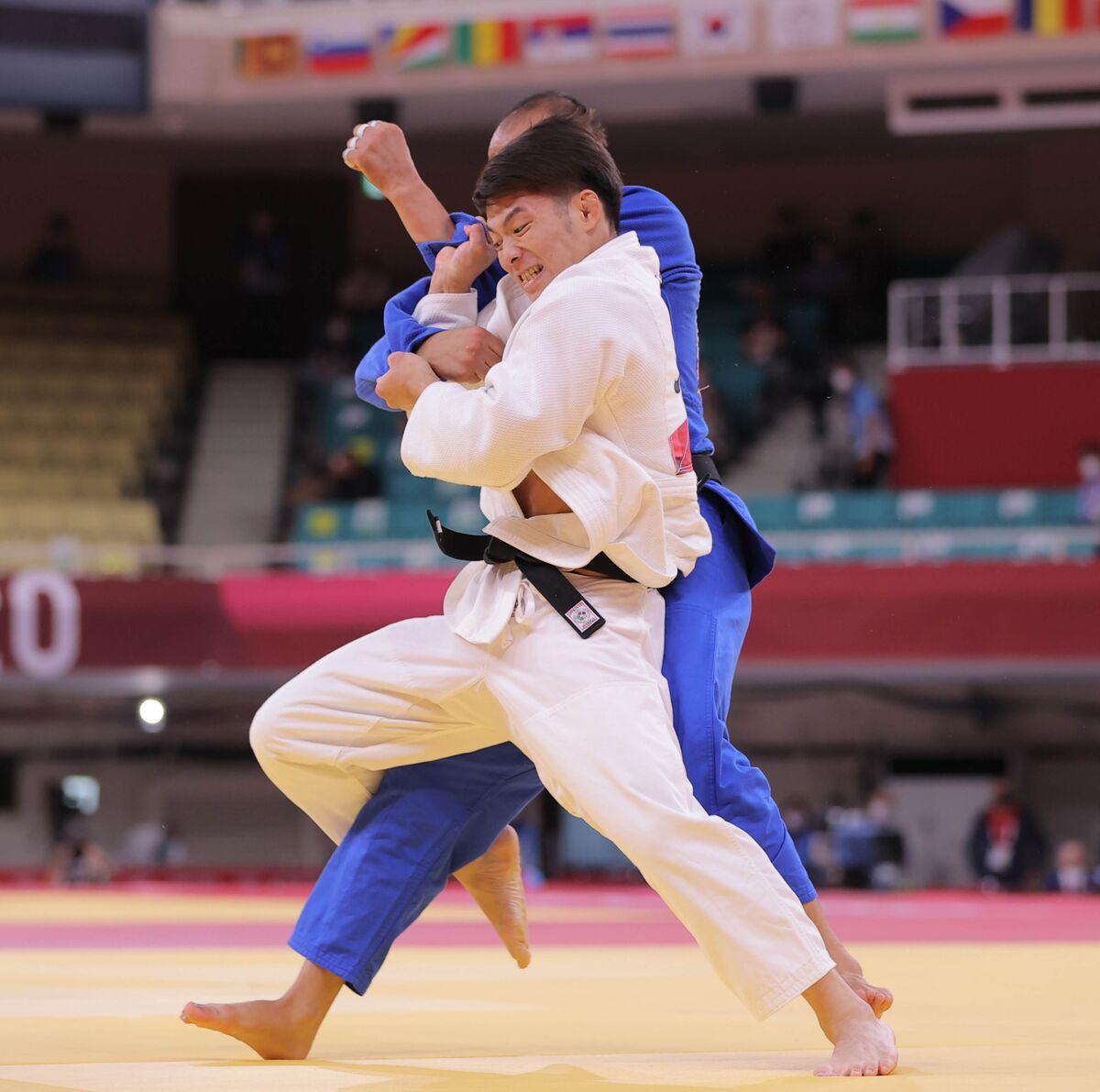 男子66㌔級準々決勝、大外刈りで技ありを奪い、優勢勝ちした阿部一二三(カメラ・相川 和寛)