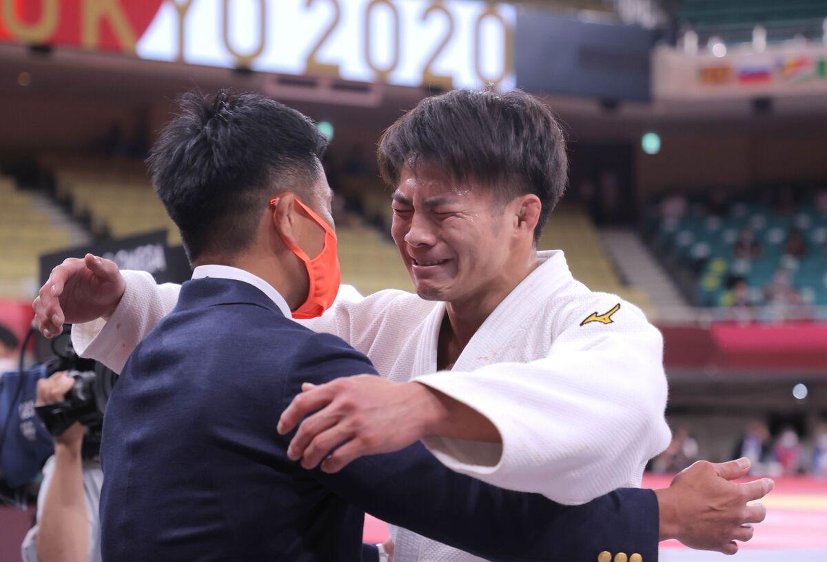 男子66キロ級決勝、マルグベラシビリに勝利し、金メダルを獲得した阿部一二三(カメラ・相川 和寛)