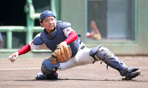 7回無死一塁、浦和学院・八谷の犠打処理を焦って足を滑らせてしまい(記録は失策)、一塁、二塁オールセーフで相手に勝ち越しの好機を与えてしまった春日部共栄の石崎慶太郎