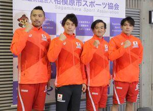 400メートルリレーに出場した(左から)塩浦慎理、難波暉、関海哉、中村克