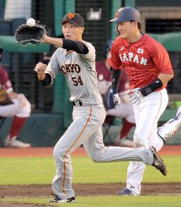 3回1死、一塁手・中島宏之から送球を受ける直江大輔