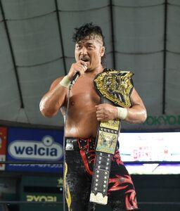 25日の東京ドーム大会でIWGP世界ヘビー級王座初防衛を果たした鷹木信悟(新日本プロレス提供)