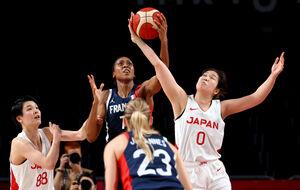 奮闘するバスケ女子日本代表(ロイター)
