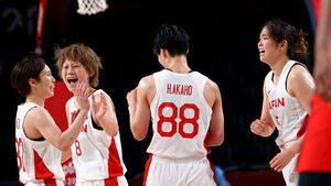 初戦勝利に沸き立つバスケ女子日本代表(ロイター)