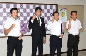 北村正平市長(中央右)を表敬訪問したJ3藤枝の須藤大輔新監督(同左)