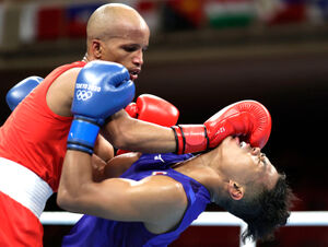 準々決勝でキューバのロニエル・イグレシアスに敗れた岡沢セオン(右=ロイター)