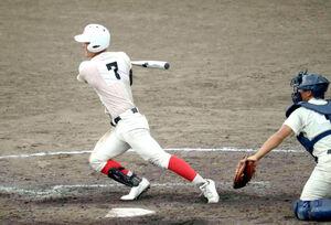 智弁学園の前川右京は5回1死二塁で中前打