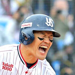開幕カードで右膝に自打球を当て苦悶の表情を見せる坂口智隆